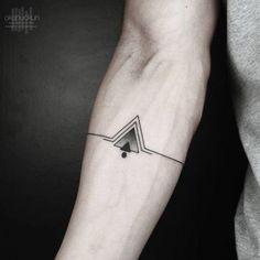 Los triángulos tienen un simbolismo o significado muy interesante, tanto en el sentido espiritual como en lo científico, por eso en este articulo veremos algunos significados y diseños de los tatuajes de triangulos.En cuestiones espirituales simboliza en