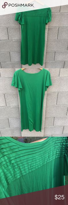 "Banana Republic Stretch Dress Banana Republic green stretch dress with flutter sleeves. Measurements laying flat: shoulder to bottom36"", armpit to armpit: 15"" Banana Republic Dresses"