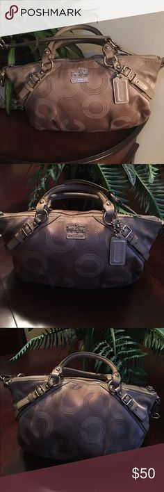 🌺🎀Coach Beige Opt Art Print Shoulder Bag🌺🎀 🌺🎀Coach Beige Opt Art Print Shoulder Bag🌺🎀 is in good used condition small pen marks on inside could use cleaning on inside Coach Bags Shoulder Bags