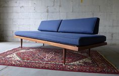 Really beautiful and simple mid-century daybed / couch. Minimal and stylish, great apartment size. Looks great from all angles and could be positioned in the mi Outdoor Sofa, Outdoor Furniture, Outdoor Decor, Daybed Couch, Steel Sofa, Timeless Design, 5 D, Teak, Mid-century Modern