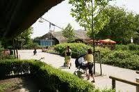 Plaswijckpark  Rotterdam is een familiepark dat zich voornamelijk richt op jonge kinderen tot 12 jaar. In 1923 was een bijzondere theetuin in het bezit van een Rotterdamse horecaondernemer die zijn tuin uitbreidde met een uitkijktoren, een rondvaartboot, een speeltuin, een rosarium en een klein dierenparkje. Het park was bedoeld voor mensen  met een kleine beurs, nog steeds hanteert men de norm dat het park betaalbaar moet zijn. In dit park is het zo dat de kinderen zichzelf bezighouden