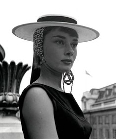'Audrey Hepburn in Hats': A look at the style icon's stunning headwear Audrey Hepburn Born, Audrey Hepburn Photos, Golden Age Of Hollywood, Old Hollywood, Classic Hollywood, Divas, Roman Holiday, My Fair Lady, British Actresses