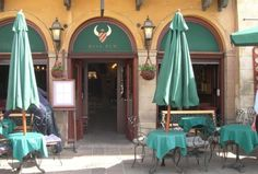 Bull Pub to tradycyjny angielski pub położony w sercu Krakowa. Lokal oferuje szeroki wybór alkoholi w tym najlepsze whiskey i piwa z Anglii, Irlandii i Polski. http://krakowforfun.com/pl/10/puby/bull