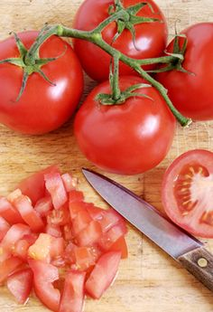 Chopping and Freezing Tomatoes: This is a great tutorial that shows you many ways and recipes to use up all the tomatoes in your garden this year. No waste and food for months!