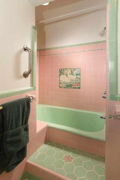 Kitsch, 1950s Style, Spanish Bathroom, Berlin Apartment, Windsor House, Mid Century Bathroom, Pastel Interior, Front Courtyard, Vintage Tile