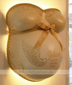 Babybauch abformen, glätten und mit Folien dekorierenAlle verwendeten Materialien von der Abformung bis zur Gestaltung als Lampe, findest Du bei uns im Shop www.bellydeluxe.deAuszug aus unserer Kategorie