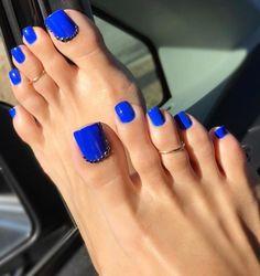 41 Ideas for shellac pedicure toenails pretty toes Blue Toe Nails, Royal Blue Nails, Blue Toes, Pretty Toe Nails, Toe Nail Color, Summer Toe Nails, Feet Nails, Yellow Nails, Pretty Toes