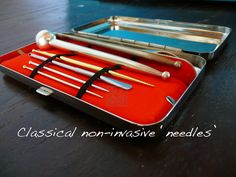 Box with classical non-invasive needles.
