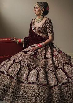 I just found out amazing Bridal Sabyasachi Lehenga Prices from his 2019 and 2018 collection. Check out 29 lehenga prices and gorgeous real bride pictures. Indian Bride Dresses, Indian Bridal Outfits, Muslim Wedding Dresses, Indian Bridal Wear, Indian Designer Outfits, Lehenga Choli, Sabyasachi Lehenga Bridal, Indian Wedding Lehenga, Gold Lehenga