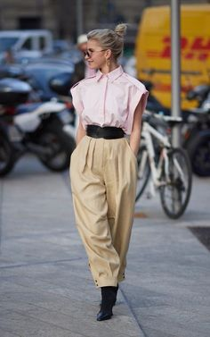 The chicest street style looks from Milan Fashion Week - Gorgeous Women Inspiration and Style ❤️From pastel suiting to colour pop accessories, the chicest street style looks from Milan Fashion Week Street Style Rock, Modern Street Style, Street Chic, Men Street, Chic Street Styles, Street Girl, Next Fashion, Star Fashion, Look Fashion