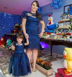 """""""Mommy and I and all this plastic stuff>"""" Mom Daughter Matching Dresses, Little Girl Dresses, Girls Dresses, Frocks For Girls, Kids Frocks, Fashion Kids, Birthday Frocks, Princesa Tutu, Mother Daughter Fashion"""