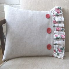 Instruction to make a frilled cushion #sewing #diy #home #buttons