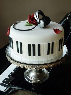 40 saborosas tortas de música para amantes e músicos de verdade - Torten/Backen - Bolo Pretty Cakes, Cute Cakes, Beautiful Cakes, Amazing Cakes, Music Themed Cakes, Music Cakes, Theme Cakes, Fondant Cakes, Cupcake Cakes