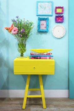 Design the small hallway – 25 stylish interior design ideas flur gestalten gelbe kommode blaue wand - Mobilier de Salon Colorful Decor, Colorful Interiors, Painted Furniture, Diy Furniture, Trendy Furniture, Diy Casa, Make A Table, Small Hallways, Deco Boheme
