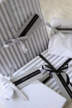 Homevialaura | Chritsmas presents | modern gift wrapping in white, black and silver