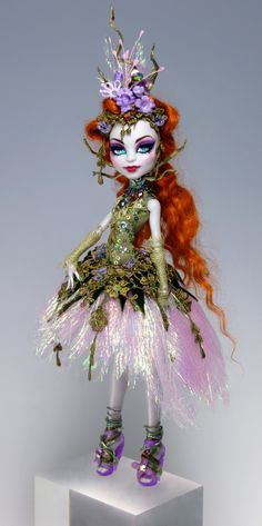 OOAK Monster High Doll Repaint and custom dress/outfit by Van Craig. Love when people recreate dolls. Custom Monster High Dolls, Monster Dolls, Monster High Repaint, Custom Dolls, Pretty Dolls, Beautiful Dolls, Ooak Dolls, Barbie Dolls, Catty Noir