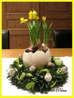 30 Easter Egg Home Decoration Ideas 24 Easter Flower Arrangements, Easter Flowers, Floral Arrangements, Deco Floral, Arte Floral, Easter Table, Easter Eggs, Easter Holidays, Decoration Table
