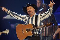 Garth Brooks Tortures Fans Will Slow Release of Tour Dates