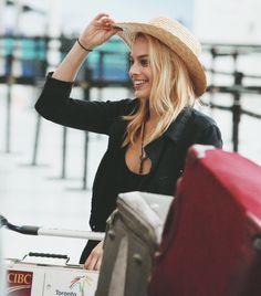 Yee haw Aussie Margot <imdbot...