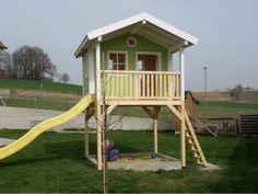 Lovely Spielhaus mit Sandkasten und Rutsche
