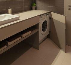 mobile bagno con lavatrice sotto piano nascosta da anta a battente - lavabo sottopiano