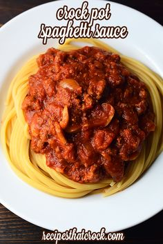 Crock Pot Spaghetti Sauce - Have you ever thought about making your own spaghetti sauce? This Crock Pot Spaghetti Sauce recipe is easy to throw together and it is freezer friendly so you can make it up ahead of time and have on hand when you need it! Crock Pot Slow Cooker, Crock Pot Cooking, Easy Cooking, Slow Cooker Recipes, Crockpot Recipes, Cooking Recipes, Healthy Recipes, Yummy Recipes, Spaghetti Recipes