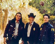 """Behind the scenes of Twin Peaks (from the book """"Reflections: An Oral History of Twin Peaks"""" by Brad Dukes)"""