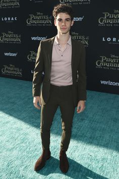 Actor Cameron Boyce at the premiere of Disney's Pirates of the Caribbean: Dead Men Tell No Tales. Outfits Hombre, Trendy Outfits, Fashion Outfits, Cameron Boyce, Cameron Dallas, Celebs, Celebrities, Cute Boys, Street Wear