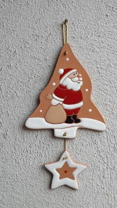 Cerámica Als Gewerbe: 2015 - / Santa Claus Christmas Tree, Polymer Clay Christmas, Felt Christmas Ornaments, Christmas Makes, Noel Christmas, Christmas Decorations, Christmas Projects, Holiday Crafts, Diy Fimo