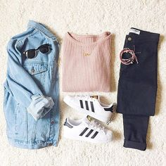 Outfits and Looks, Ideas & Inspiration Pink Sweater and Black Jeans with Denim Jacket and Sneakers - Go to Source - Adidas Superstar Outfit, Adidas Outfit, Adidas Shoes, Adidas Nmd, Mode Outfits, Trendy Outfits, Pink Outfits, School Outfits, Fall Winter Outfits