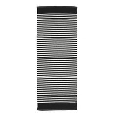 Koodi Duuri -puuvillamatto on helppohoitoinen. 2 väritystä: musta-valkoinen ja harmaa-valkoinen. 3 kokoa. Ostoksille!