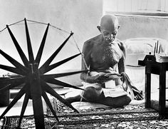 """I am in front of the last fakir in India, squatting on a thin mattress of horsehair, and his lean body is draped in white cotton, and he greets me in the Hindu manner with his hands folded, Gandhi and his turn is much harder than throwing a rope in the air so that it stays suspended. Has swept away from the English Crown four hundred million subjects ... "". Cartier-Bresson, 1948."