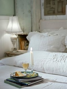 what more could you possible ask for: lovely beddings in white crispy linen, nice books and something sweet to eat.