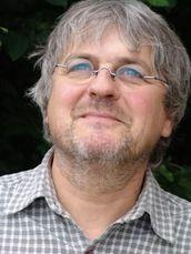 Auteur de plusieurs livres Jacques-Rémy Girerd est le fondateur du studio Folimage créé à Valence en 1984. Il a réalisé et produit une dizaine de films d'animation dont L'Enfant au grelot (1998) qui a reçu un grand nombre de récompenses et La Prophétie des grenouilles sorti en décembre 2003 (1 200 000 spectateurs - France). Son prochain long-métrage est Mia et le Migou. http://www.editionsmilan.com/Livres-Jeunesse/Nos-auteurs/Jacques-Remy-Girerd