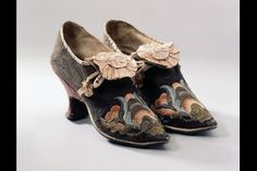 Women's shoes, France. 1700-1750, Brown leather, relief embroidery with colorful silk, and gold thread . High, strongly curved heel and toe cap-like beak. Via Schweizerisches National Museum.