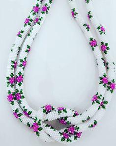 """169 Beğenme, 9 Yorum - Instagram'da 🍒 Kiraz Takı 🍒 (@kiraztaki): """"Tığ işi bu kolyeleri hem yapmak hem de takmak çok keyifli ☺🌸🌸🌸 #kolye #necklaces #çiçek #flower…"""" Crochet Beaded Bracelets, Bead Crochet Rope, Beaded Jewelry, Rope Necklace, Beaded Necklace, Necklaces, Home Crafts, Beads, Sewing"""