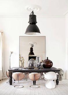 Photos by Sara Svenningrud, via KK Living. Eclectic home of interior stylist Marie Olsson Nylander. Dining Room Design, Dining Area, Dining Chairs, Dining Rooms, Lucite Chairs, Pink Chairs, Home Interior, Interior Decorating, Coastal Interior