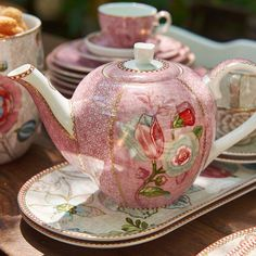 New Pip Studio Spring to Life range prices from Pip Studio, Afternoon Tea Parties, China Tea Cups, Chocolate Pots, Tea Accessories, High Tea, Coffee Break, Tea Time, Favorite Color
