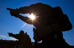 Guns in the Sun, United States Marine Corps. Once A Marine, Marine Mom, Us Marine Corps, Us Marines, Army & Navy, Freedom Fighters, Special Forces, Usmc, Cool Pictures