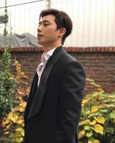 Meet and date nice, charming, cute guys like Park Seo Joon