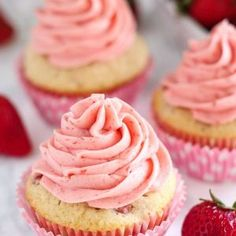 Fresh Strawberry Cupcakes made from scratch! Moist and tender vanilla cupcakes filled with fresh strawberries and topped with strawberry buttercream. No artificial colors or flavors - pure, fresh strawberries in every bite. Fluffy Cupcakes, Fun Cupcakes, Easter Cupcakes, Cocktail Cupcakes, Valentine Cupcakes, Gourmet Cupcakes, Flower Cupcakes, Christmas Cupcakes, Valentines