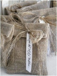 Burlap or linen gift bags Burlap Projects, Burlap Crafts, Diy And Crafts, Sewing Projects, Pretty Packaging, Gift Packaging, Burlap Bags, Linens And Lace, Homemade Gifts