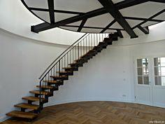 Zweiholmtreppe ZHT 2500 - http://smg-treppen.de/zweiholmtreppe-zht-2500/ Ein Projekt der Sanus AG. Als wir das Projekt kennengelernt haben, war die Plattform schon in das Turmzimmer eingebaut. Das Schlafzimmer des neuen Eigentümers soll auf der Plattform entstehen. Wow – was für eine coole Idee. Endlich mal jemand, der Mut zu einer ungewöhnlichen Lösung hat und ...