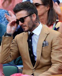 David Beckham knows how to do Wimbledon David Beckham Haircut, David Beckham Suit, David Beckham Style, David Beckham Wimbledon, Cowgirl Style Outfits, Gents Fashion, Fashion Men, Suit Up, Suit Accessories