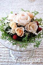 ガラスベースアレンジ☆人気のパンナコッタ色を使ったナチュラルアレンジ。2012年9月 Seasons, Flowers, Seasons Of The Year, Royal Icing Flowers, Florals, Flower, Bloemen, Blossoms
