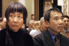 フランツ・カフカ賞を受賞した作家の村上春樹氏(右)。左は陽子夫人(チェコ・プラハ) 撮影日: 2006/10/30