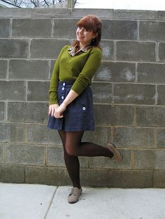Olive Green Sweater over a Print Blouse, Navy Blue Skirt, Brown Tights, & Oxford Shoes. Jamie Rose, Brown Tights, Olive Green Sweater, Mod Girl, Tights Outfit, Forever 21 Sweater, Tight Leggings, Printed Blouse, Style Inspiration