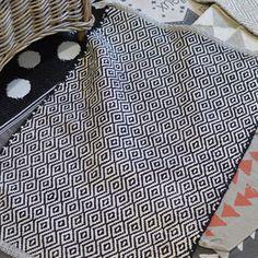 Tapis / Descente de lit en coton noir losanges Jardin d'Ulysse