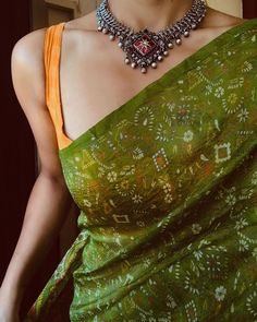 Stunning Necklace From Pradejewels ~ South India Jewels Trendy Sarees, Stylish Sarees, Simple Sarees, Indian Designer Outfits, Indian Outfits, Pakistani Outfits, Indian Attire, Katrina Kaif, Online Fashion