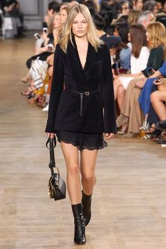 Chloé - Fall 2015 Ready-to-Wear - Anna Ewers - Ribbed Blazer with Lace Shorts & Boots Look 18 of 44